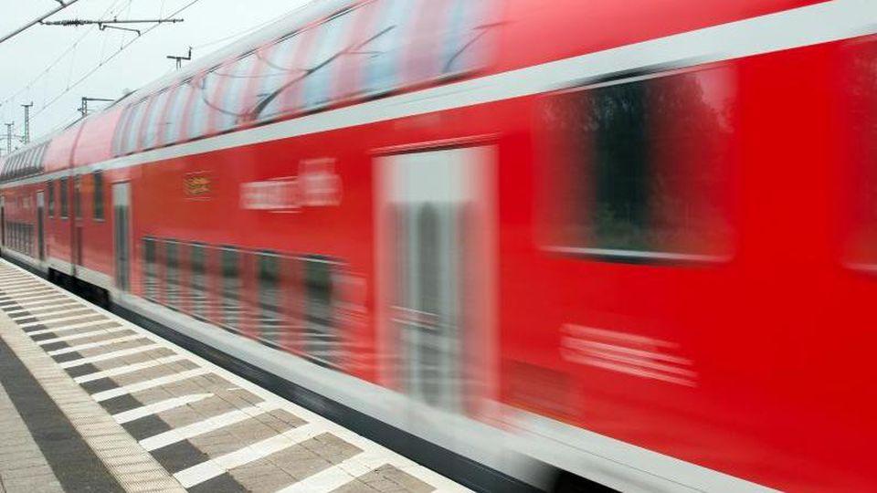 Ein Regionalexpress der Deutschen Bahn. Foto: Patrick Pleul/Archiv