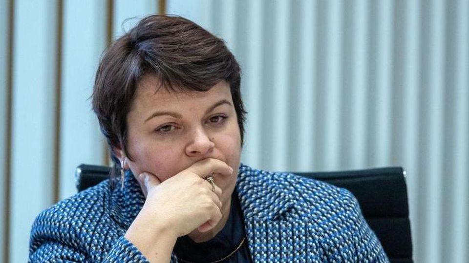 Stefanie Drese (SPD), die Sozialministerin von Mecklenburg-Vorpommern, im Landtag. Foto: Jens Büttner/dpa-Zentralbild/ZB