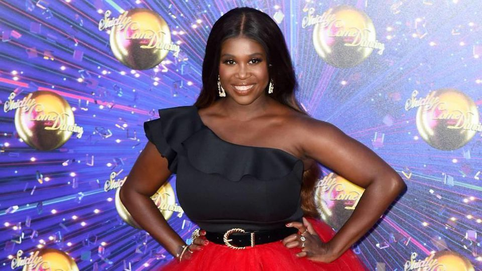 "Motsi Mabuse ist Teil der Jury bei ""Strictly Come Dancing"""
