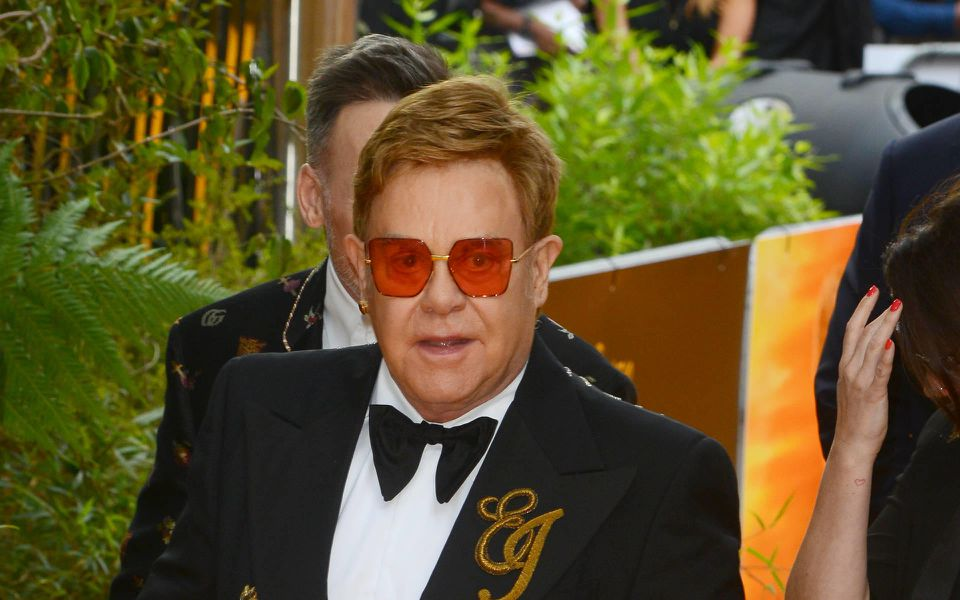 Elton John schießt gegen den Umgang der Presse mit Meghan und Harry