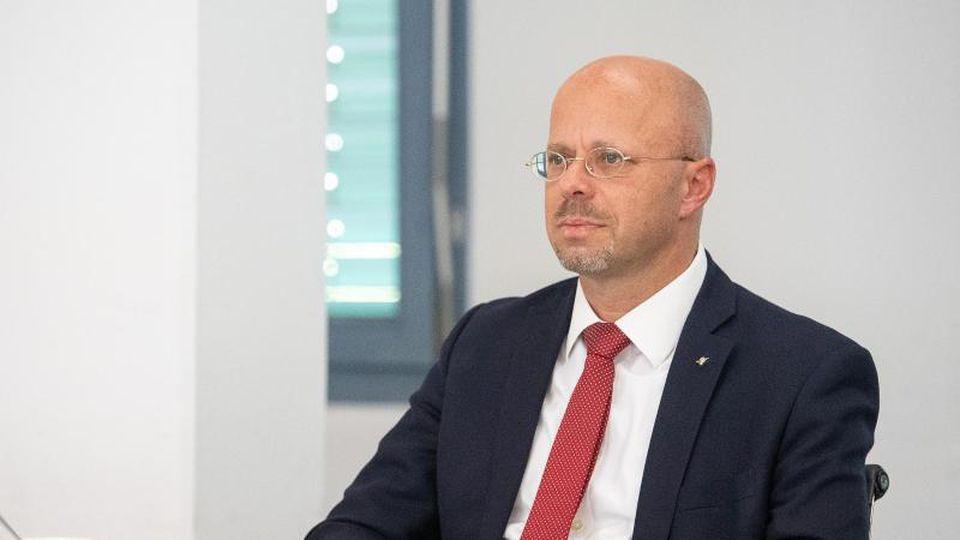 Die brandenburgische AfD-Landtagsfraktion berät über politische Zukunft von Andreas Kalbitz. Foto: Sebastian Gollnow/dpa/Archivbild