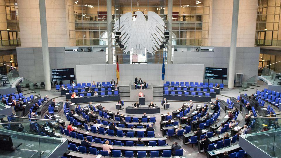 Berlin, Plenarsitzung im Bundestag Deutschland, Berlin - 16.09.2020: Im Bild ist Katja Mast (spd) während der Sitzung d