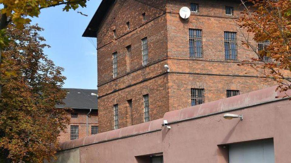 """Blick auf die Hauptanstalt der Justizvollzugsanstalt in Halle/Saale, den sogenannten """"Roten Ochsen"""". Foto: Hendrik Schmidt/dpa-Zentralbild/dpa"""