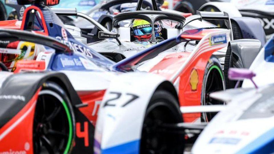 Die Fahrer kämpfen bei der Formel-E-Meisterschaft um den Sieg. Foto: Britta Pedersen/dpa-Zentralbild/dpa/Archivbild