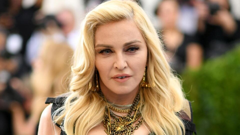 Madonna war lange Zeit für ihre blonde Mähne bekannt, doch damit ist jetzt Schluss.