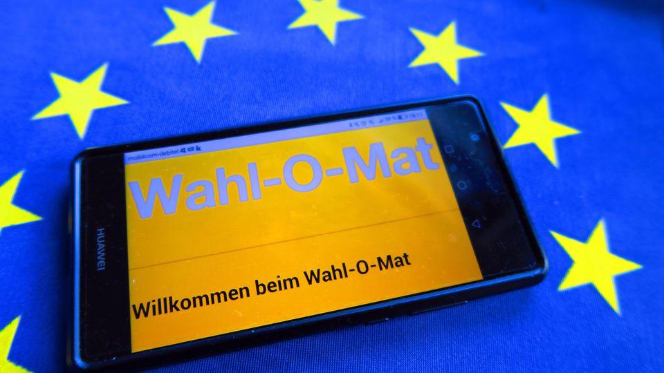Der Wahl-O-Mat ist auf dem Display eines Smartphones am 12 Mai 2019 geöffnet.
