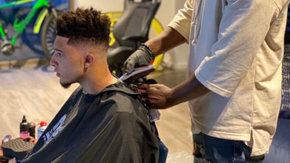 Dortmund-Spieler bei Friseur Sancho 2