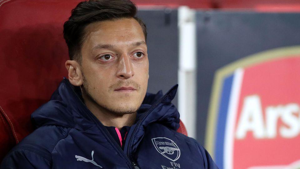 Mesut Özil hat sich mal wieder mit seiner Ehefrau Amine im Netz gezeigt - ein seltener Anblick.