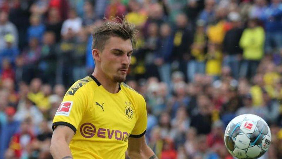 Dortmunds Maximilian Philipp spielt den Ball. Foto: Karl-Josef Hildenbrand/Archivbild