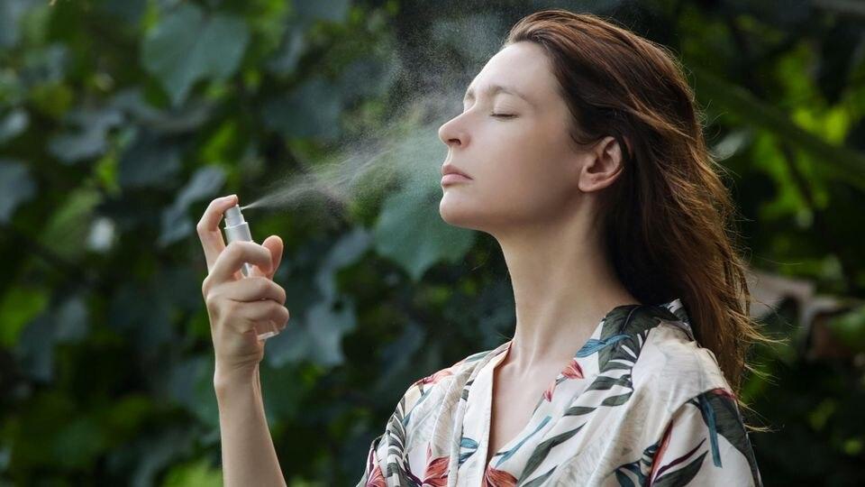 Ein Nebel aus kühlem Wasser macht die Hitze erträglicher