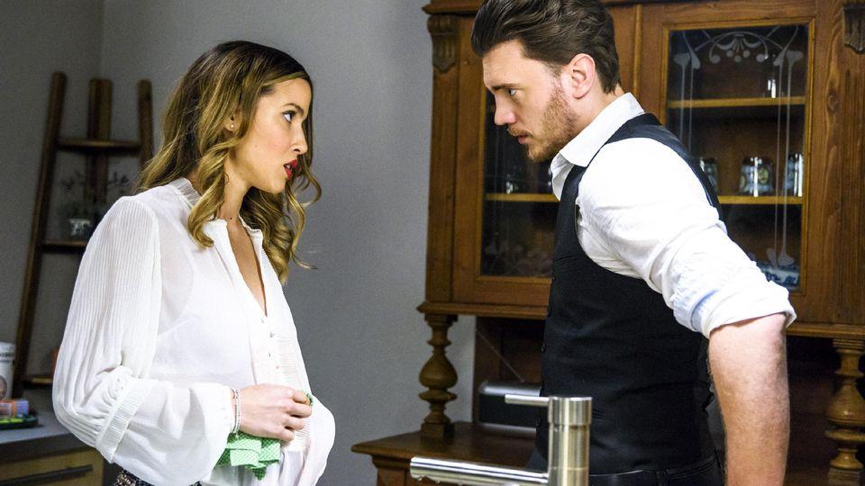 AWZ: Ronny (Bela Klentze) glaubt seine Chancen bei Chiara (Alexandra Fonsatti) verspielt zu haben.