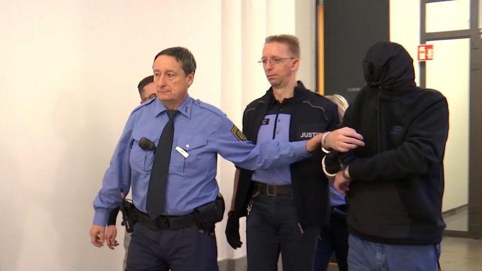 Laurent F. beim Prozessauftakt in Dresden
