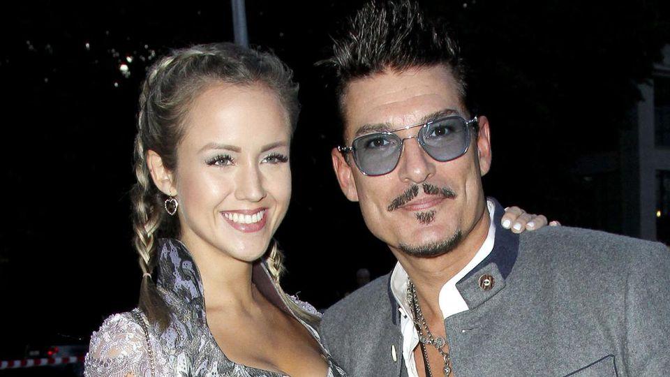 Chris Töpperwien mit Freundin Delia bei der Angermaier Trachten Nacht. Kurze Zeit später folgte die Trennung.