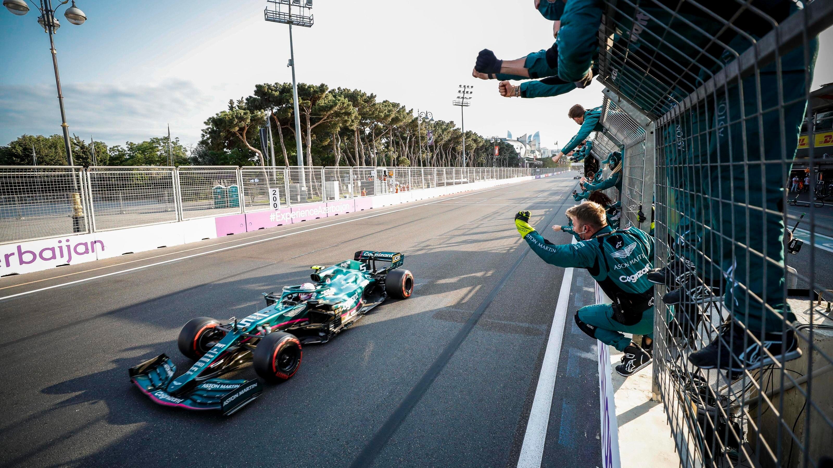 Formula 1 2021: Azerbaijan GP BAKU CITY CIRCUIT, AZERBAIJAN - JUNE 06: Sebastian Vettel, Aston Martin AMR21, 2nd positi