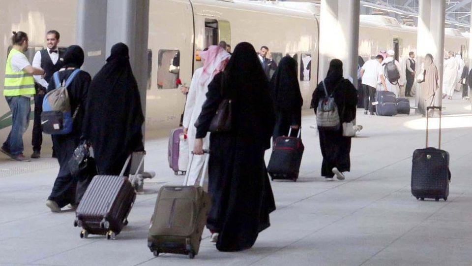 Saudi-Arabien: Bald dürfen Frauen ins Ausland - ohne Männer zu fragen