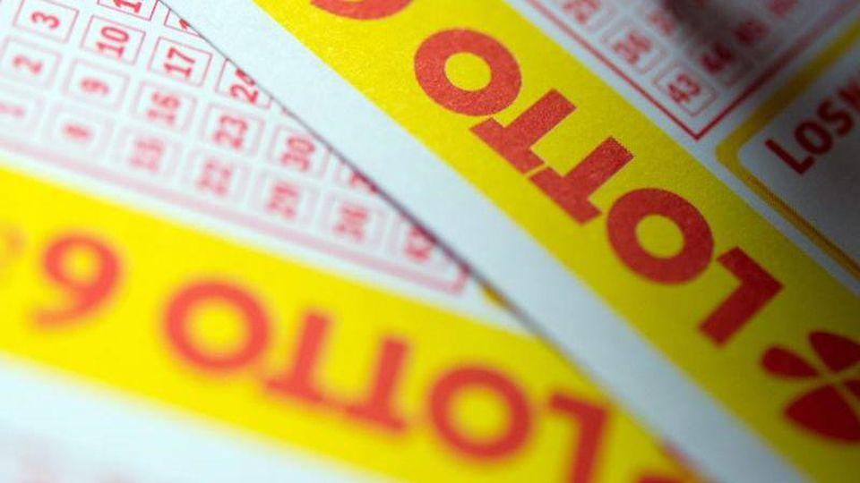 Ein Lottoschein. Foto: Inga Kjer/dpa/Symbolbild