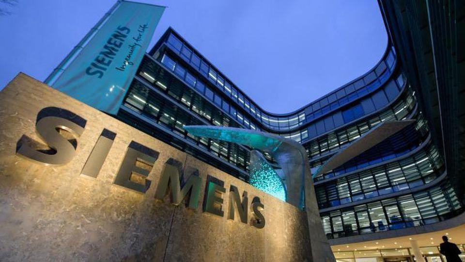 Die Zentrale der Siemens AG in München. Foto: Matthias Balk/dpa