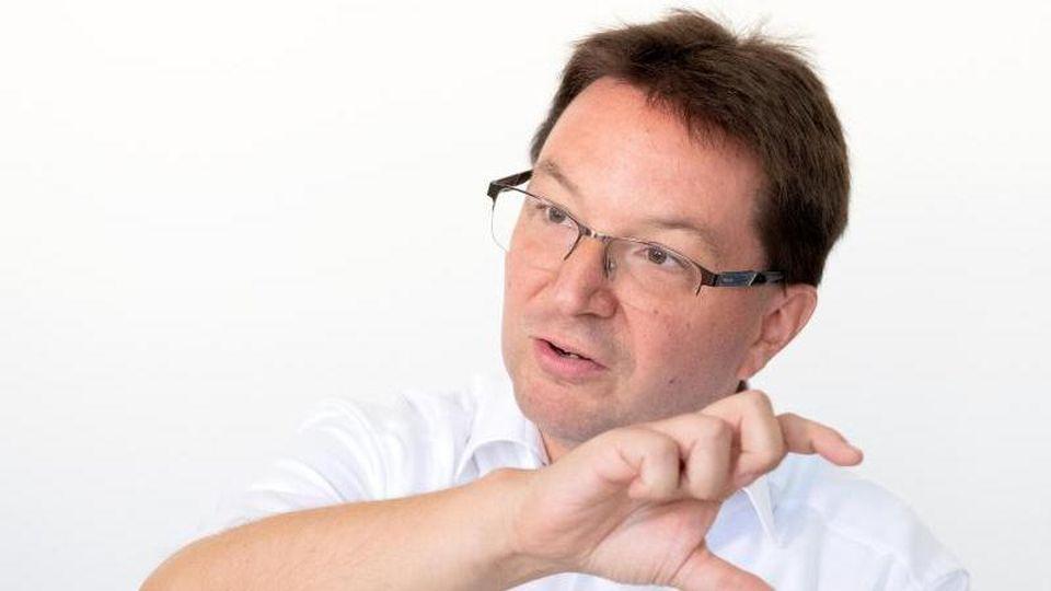 Michael Blume bei einem Gespräch mit Journalisten. Foto: Bernd Weissbrod/dpa