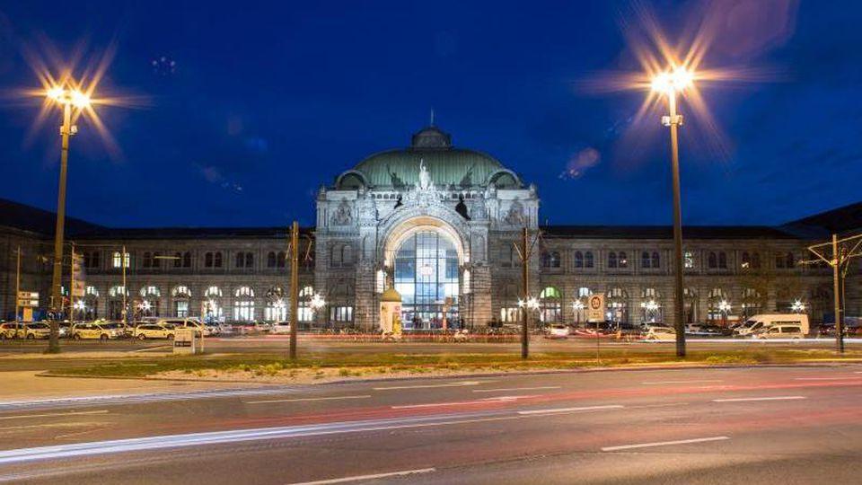 Blick auf den Nürnberger Hauptbahnhof. Foto: Daniel Karmann/dpa/Archivbild