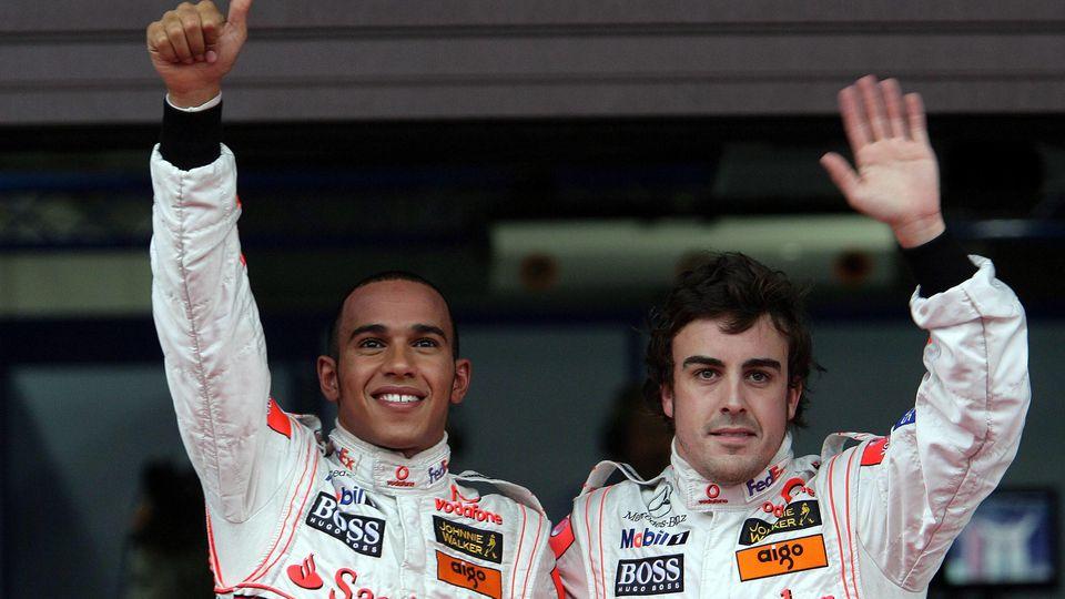 Lewis Hamilton England li und Fernando Alonso Spanien beide McLaren Mercedes auf den Plätzen