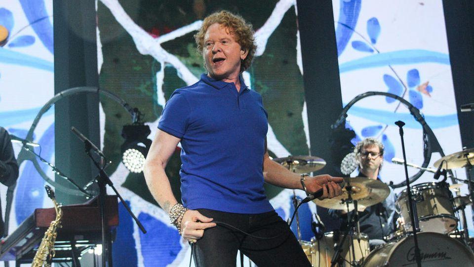 Simply-Red-Sänger Mick Hucknall bei einem Konzert 2017