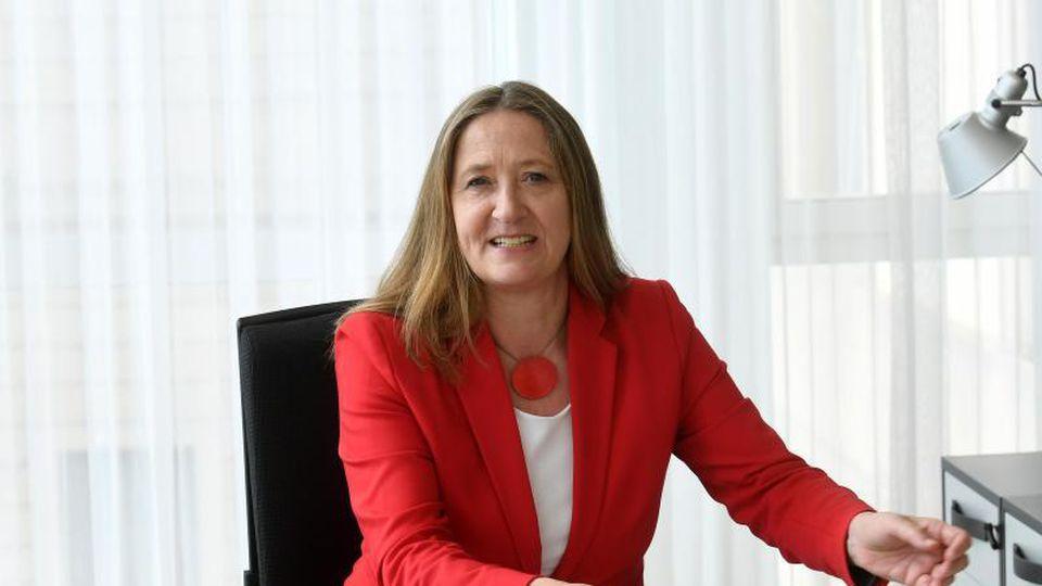 Gabriele Andretta (SPD), Präsidentin des niedersächsischen Landtags, in ihrem Dienstzimmer im Landtag. Foto: Holger Hollemann/Archivbild