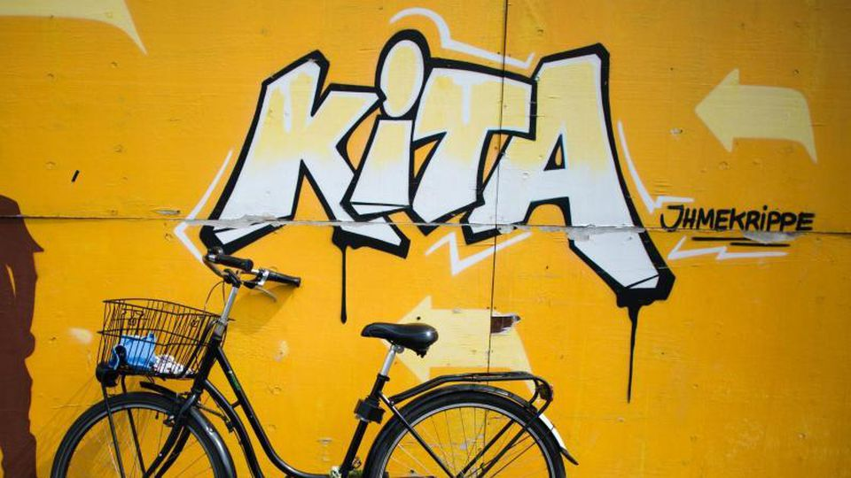 """KiTa""-Graffiti. Foto: Julian Stratenschulte/Archivbild"
