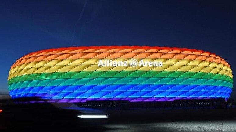 So könnte die Münchner Allianz Arena zum Spiel Deutschland gegenUngarn erstrahlen - wenn nicht die UEFA etwas dagegen hätte. Foto: Tobias Hase/dpa