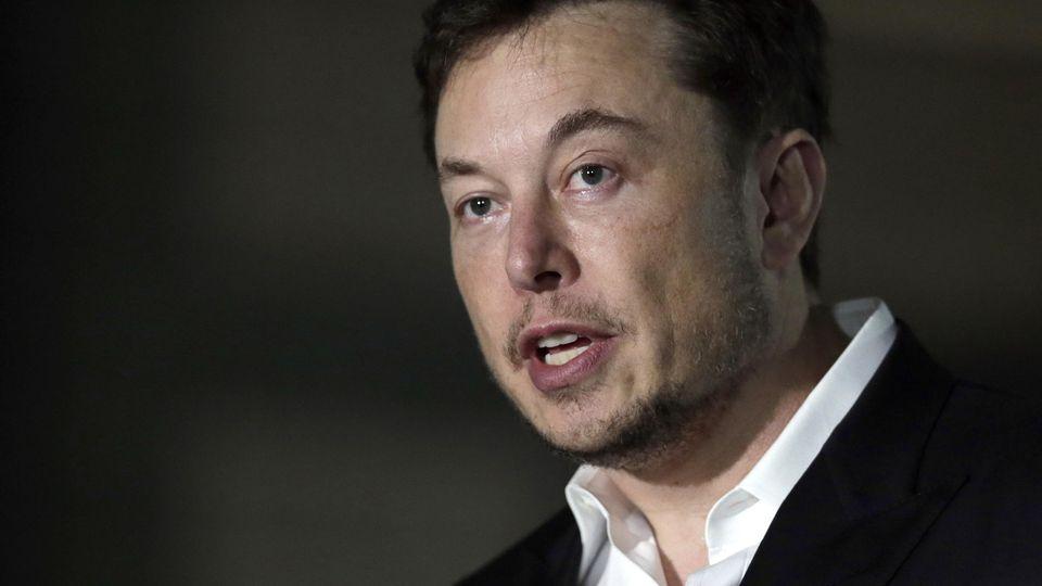 Tesla Gründer Elon Musk bestreitet, dass der Unfall mit dem Autopilot zusammenhängt.