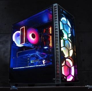 Der Predator Komplett PC von GameMachines sieht super modern aus im Test