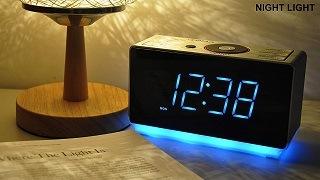 Der Radiowecker von iTOMA hat ein blaues LED-Licht im Test