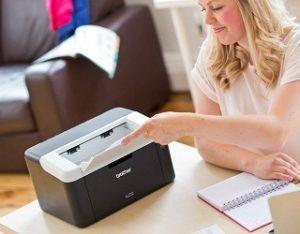 Der HL-1212W-Laserdrucker von Brother ist sehr klein und kompakt im Test
