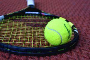 Gewichtsverteilung des Schlägers aus einem Tennisschläger Test und Vergleich