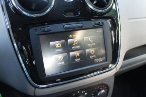 Dacia Duster Plug und Radio Ausstattungen im Test und Vergleich