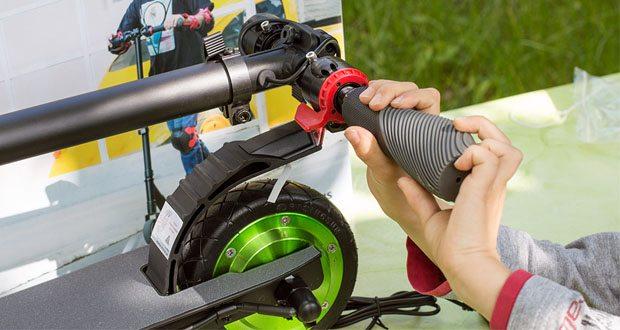 Megawheels E-Roller bietet ein effektives Doppelbremssystem, eine elektronische Motorbremse am Lenker und eine hintere Fußbremse am Hinterrad