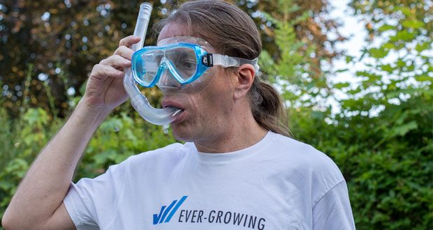 Tauchset Rondinella von Cressi - die Maske mit bruchfestem Einzelglas und Maskenkörper aus weichen, hypoallergenem und transparentem Silikon