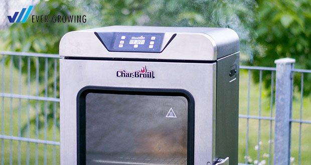 Digital Smoker von Char-Broil - die Räucherbox kann mit Holzchips oder Pellets befüllt werden, so lässt sich dein Grillgut bis zu 8 Stunden Räuchern