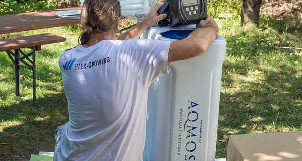 Die Wasserenthärtungsanlage CM-60 von Aqmos im Test – Kabinettgehäuse für einen Salzvorrat von max. 70 kg