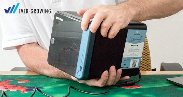 QNAP TS-453Be zeichnet sich durch ein einfaches Design aus, das sich leicht in Büro- und Heimumgebungen integrieren lässt