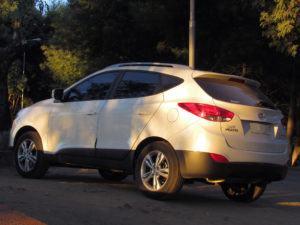 Verschiedene Modelle von Hyundai Tucson im Test