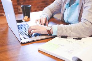 Viele Portale als Unterstützung für das Arbeitszeugnis im Test und Vergleich