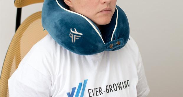 TravelFitter Reise Nackenkissen im Test - Das ergonomische Design sieht nicht nur stylisch gut aus, sondern bietet auch den besten halt für den Nacken