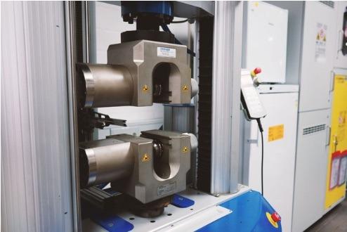 Maschine der Protiq GmbH für additive Serienfertigung.