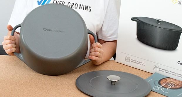 Springlane Gusseisen Bräter Cocotte im Test - die Beschichtung ist außerdem höchst resistent gegen Kratzer und leicht zu reinigen