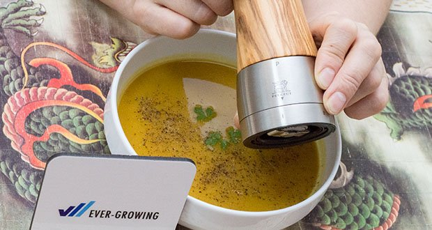 Peugeot Pfeffermühle Madras aus Olivenholz im Test - für die bestmögliche Aromaentfaltung schneidet das Peugeot Mahlwerk das Pfefferkorn vor dem Mahlen in kleine Portionen vor
