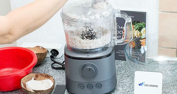 Springlane Universal Küchenmaschine Kaia im Test - Geschwindigkeitsregler ist stufenlos bedienbar und ermöglicht so die optimale Anpassung der Geschwindigkeit für noch präzisere Schneid-, Knet- und Mixergebnisse