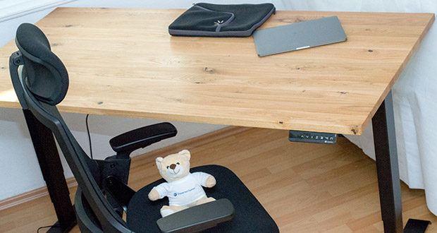 """Der elektrisch höhenverstellbare Schreibtisch """"Desktopia Pro"""" von Ergotopia mit Memoryfunktion im Test"""