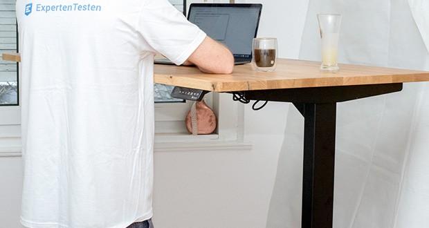 Ergotopia elektrisch höhenverstellbarer Schreibtisch im Test - Memoryfunktion mit 4 Speicherplätzen, sodass Du gewünschte Höhen abspeichern und dann auf Knopfdruck wieder abrufen kannst