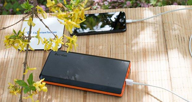 EasyAcc 20000mAh Powerbank im Test - erkennt automatisch angeschlossene Geräte und kann diese so schnell wie möglich aufladen