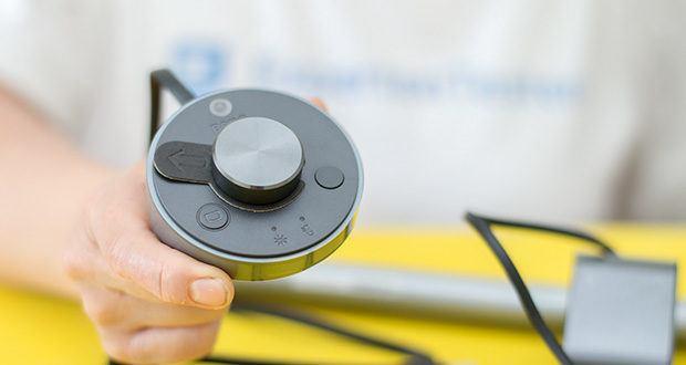 BenQ ScreenBar Plus LED-Monitor-Lampe im Test - mit dem Einstellrad lassen sich Helligkeit und Farbtemperatur intuitiv und präzise einstellen